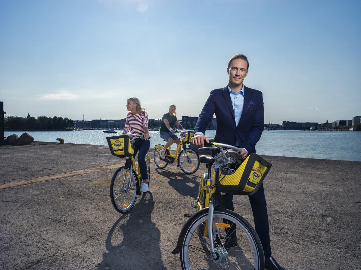 Kuva kaupunkipyöristä ja pyöräilijöistä