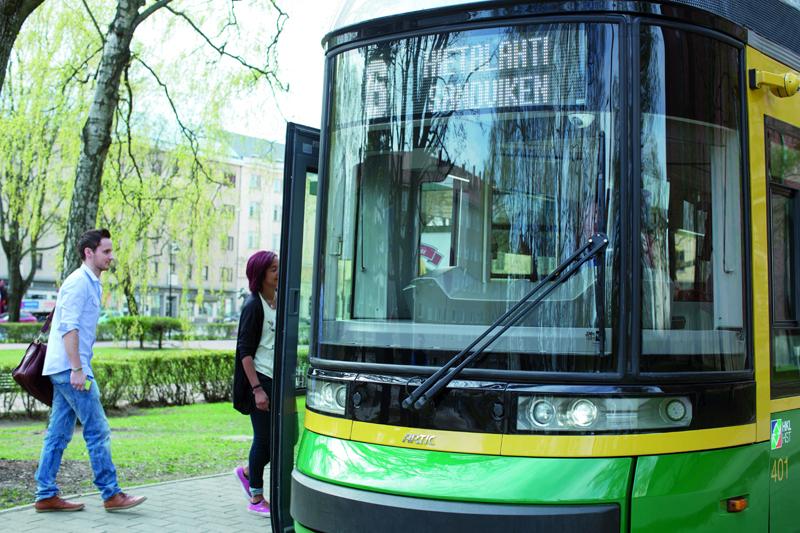Helsingin vammaisneuvosto palkitsi HSL:n raitiovaunujen ja bussien kuulutuksista   HSL