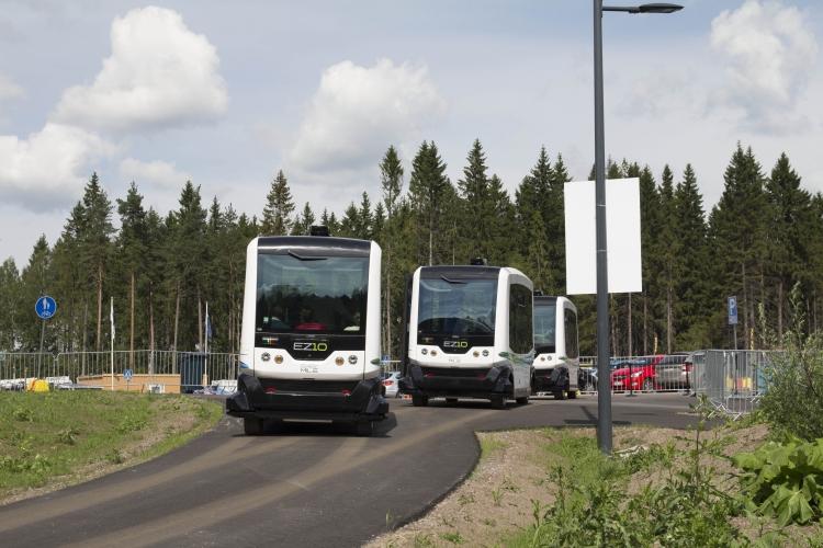 Kuskittomia busseja Vantaan Kivistössä kesällä 2015