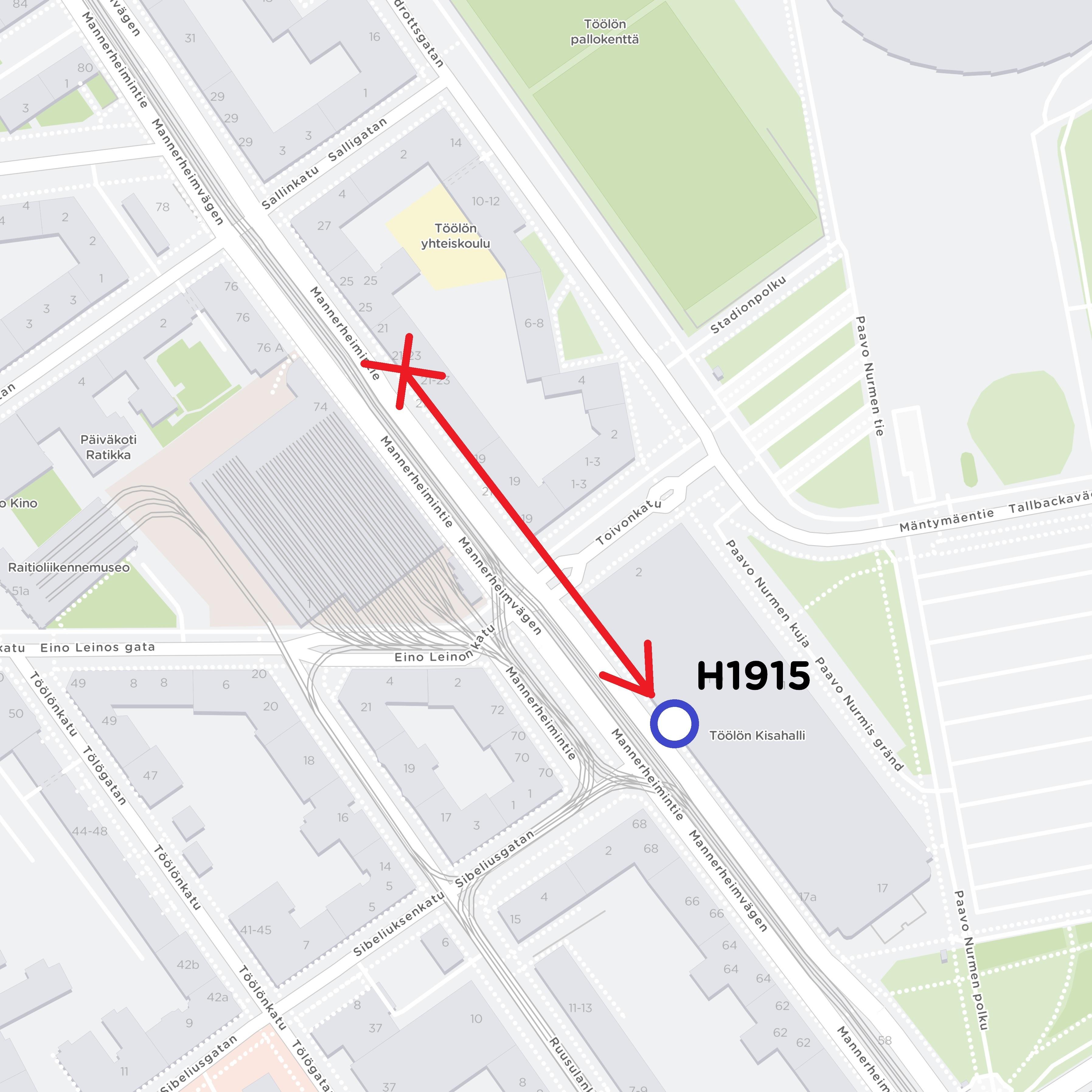 Töölön Kisahalli H1915 siirtyy kohti Oopperan pysäkkiä