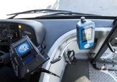 Uusi kuljettajan myyntilaite ja matkakortinlukija bussissa