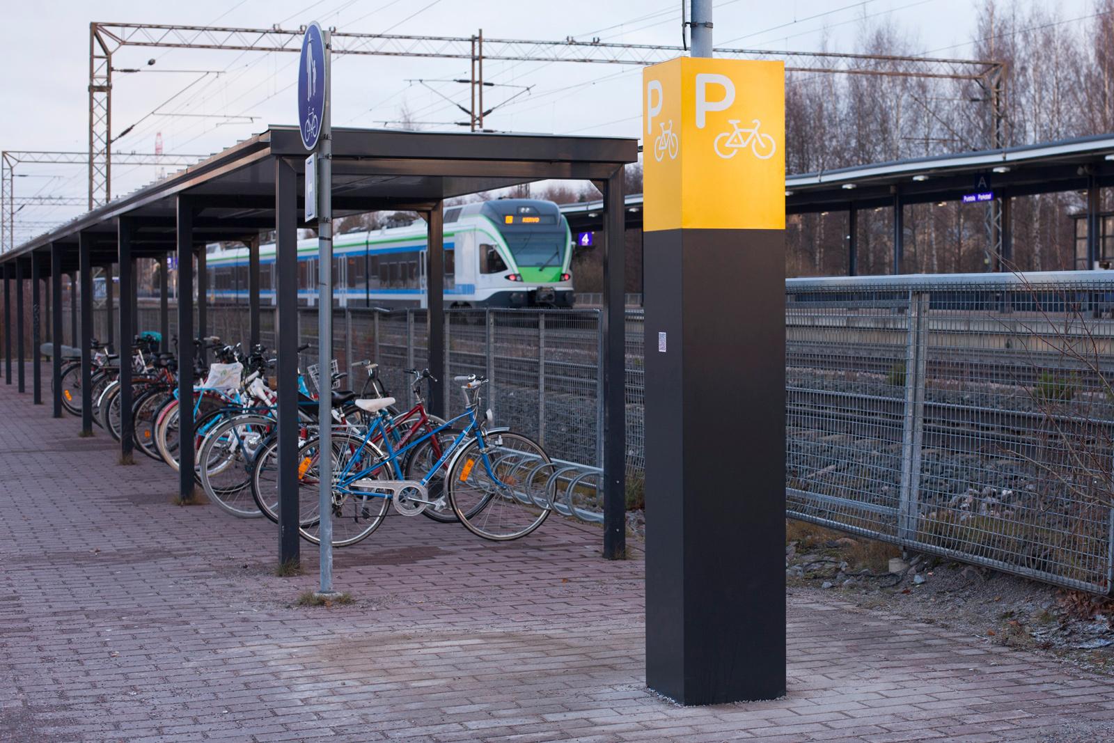 Puistolan aseman pyöräpysäköinti